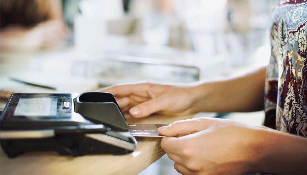 В каких банкоматах можно снять деньги с Тинькофф без комиссии?