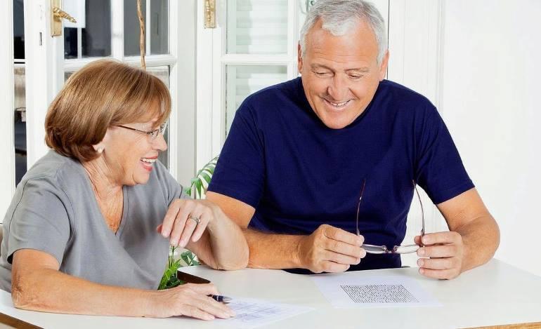Какой кредит и в каком банке для пенсионеров выгоднее взять?
